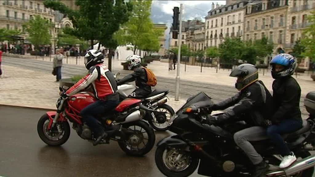 posts insommiaque shopping dijon les motards d filent contre la motophobie. Black Bedroom Furniture Sets. Home Design Ideas