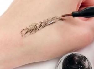 Beauty buzz : Une marque coréenne vient d'inventer les extensions de sourcils
