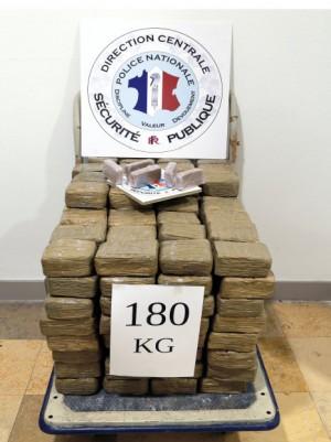 Dijon : 180 kilos de drogue saisis sur le parking d'un hypermarché !
