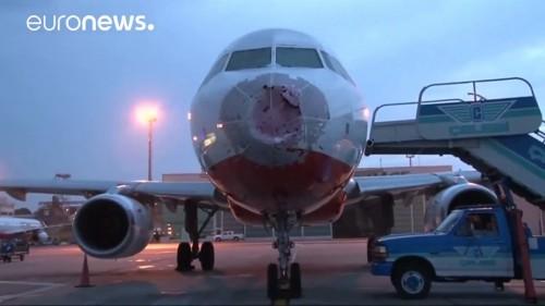 Un pilote ukrainien atterrit à l'aveugle et sauve la vie de 127 personnes !